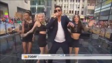 Robin Thicke - Blurred Lines (Canlı Performans)