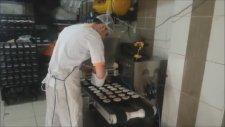 Kuru Pasta Makinası - Topkek Dökerken