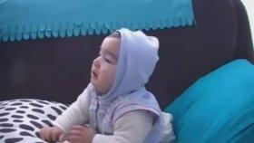 Babasının Söylediği Şarkıya Ağlayan Bebek