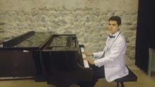 Biz Dünyadan Gider Olduk Vokalist:oya Senfonik İlahisini Dinle Piyano Vokal Şan Sözlü Şan Şair Hd