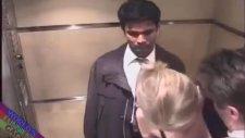 Asansörde Seks Şakası İzleyenleri Kırdı Geçirdi !