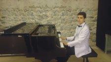 Şol Cennetin Irmakları Akar Allah Deyu Söyleyen Oya İlahi Solo Senfonik İlahi Resitali Piyano Yunus