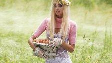 Miranda Kerr V Magazine İçin Kamera Karşısında