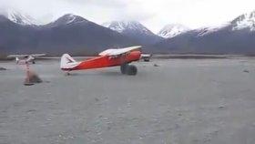 Dünyanın en kısa iniş ve kalkışını yapan uçak