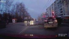 Rusya'da trafikte inanılmaz olay!
