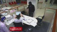 Adana'da sarhoş banka soyguncusu kameraya yakalandı