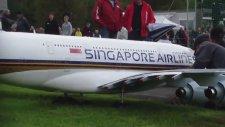 Dünyanın En Büyük Uzaktan Kumandalı Maket Uçağı!