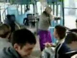 Dansçı Nine Otobüste