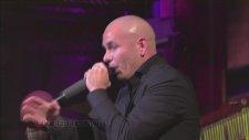 Pitbull - Feel This Moment (Canlı Performans)