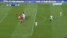Ronaldinho'dan Müthiş Bir Frikik Daha!