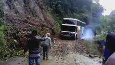 Orman Otobüsü Saniyeler İçinde Yuttu !