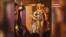 Britney Spears Sahnede Çırılçıplak Kalıyordu