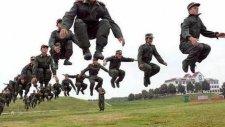 İranlı Askerler Dans Ediyor