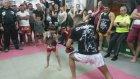 6 Yaşında Muay Thaici Çocuk Hocasını Devirdi