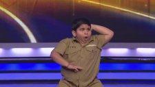 Hintli Şişman Çocuğun Mükemmel Dans Performansı