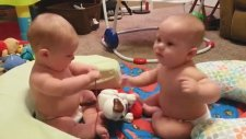 Sevimli İkiz Bebekler