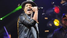Bruno Mars - Locked Out Of Heaven (Super Bowl 2014 Canlı)