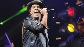 Bruno Mars - Locked Out Of Heaven (Super Bowl 2014 Canlı)