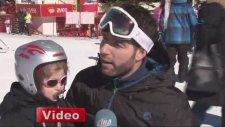 2 Yaşındaki Emzikli Kayakçı Pistlerin Maskotu Oldu