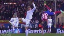 Ronaldo Az Kalsın Rakibinin Boynunu Kırıyordu