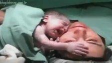 Yeni Doğmuş Bebeğin Annesinden Ayrılmak İstememesi