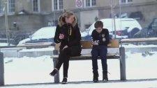 Norveç'te Üşüyen Çocuğa İnsanların Verdiği Tepki