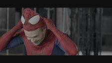 Örümcek Adam maskesini çıkardı ve...