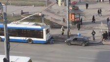 Belediye Otobüsüyle Araba Vurdurmak
