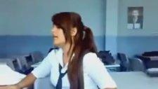 Liseli Kız'dan Kürtçe Şarkı
