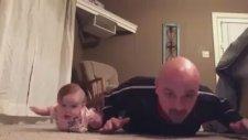 Babasıyla Aynı Anda Spor Yapan Bebek