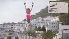 Uzaktan Kumandalı Küçük Helikopter ile Kadını Uçurdular