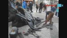 Araba Lastiğini Sanata Dönüştüren Sokak Sanatçısı