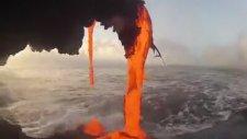 Lavların suya dökülüşüyle ortaya çıkan inanılmaz görüntü