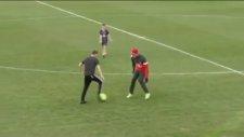 Beckham'ın Oğlu'nun Thiago Silva Ve İbrahimoviç'e Kafa Tutması