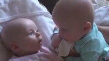 Sevimli İkizler Dertleşiyorlar