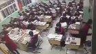 Lise Öğrencisi Aniden Camdan Atlayıp İntihar Etti