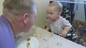Babasıyla Tartışan Tatlı Bebek
