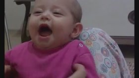 Ağlarken Gülen Bebek