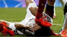 Sergio Busquets, Pepe'nin Kafasına Bastı!