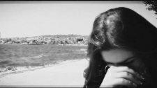 Ece Şahin - Yalnızım Dostlarım