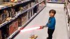 Çocuk Işın Kılıcı Kullanırsa