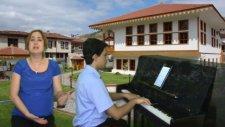 Kerimoglu Zeybeği Efe Torunu Genç Egeli Piyanist Piyano İle Zeybek Çalıyor Efeler Folklor Zeybekler