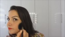 Kırmızı Ruj & Eyeliner Makyajı
