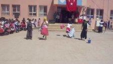Büyük Yenice İlkokulu Komedi Dans Üçlüsü (23 Nisan Gösterileri)