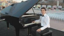 Enstrumantal Müzikleri BİTLİS'TE BEŞ MİNARE Piyano Genç Pianist nedir piyano kimdir nasıl Türküleri