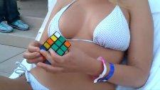 Rubik Küpünü 1 Dakikada Çözen Hatun
