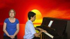 Piyano İle Coşkun Sabah Fantezi Eseri Bir Pazar Günü Damar Arabesk Kral Süper Dijital Digital Göster