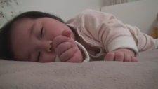 Komik Videolar - Bir türlü uyanamayan bebek