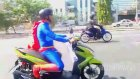 Superman Scooter'a Binerse