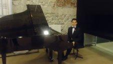 Piyano Kim Ne Derse Desin Aşk İçin Çocuk Piyanist Ajda Pekkan Küçük Mini Ufak Rol Çocuğu Çocuklar Hd